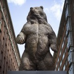 Spectacular Bronze Bear attracts record crowds