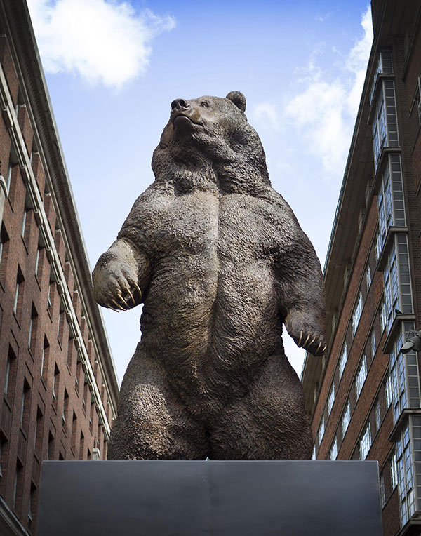 Spectacular Bronze Bear attracts record crowds in Oxford Street